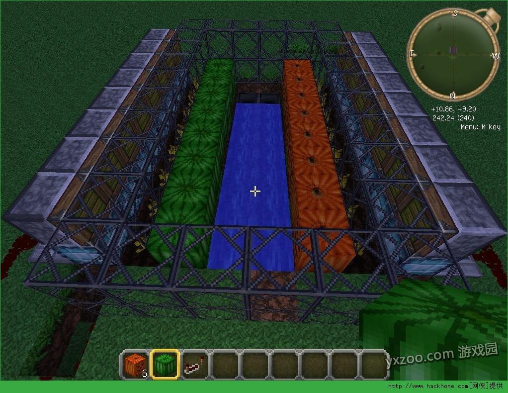 我的世界的玩友们大家好,网侠小编今天和大家分享的是一个全自动西瓜南瓜农场,还不知道如何建造的玩家不妨一起来看看吧!   先挖坑 2*8*1的坑    两边再各扩展1格 高度2    放上粘性活塞 活塞朝上    活塞两边再各扩展2格 高度2  摆上中继器 铺上红石线    填坑 活塞上一定得是泥土块 填完以后是这个样子 (别忘了把红石线扯出来)    发完这个再给你们发个我自己整的一个有意思的 全自动烧烤食物机 先杀 然后烧 完事自动分类进入不同的箱子   继续 这个位置摆上两排泥土 一排8个    上面